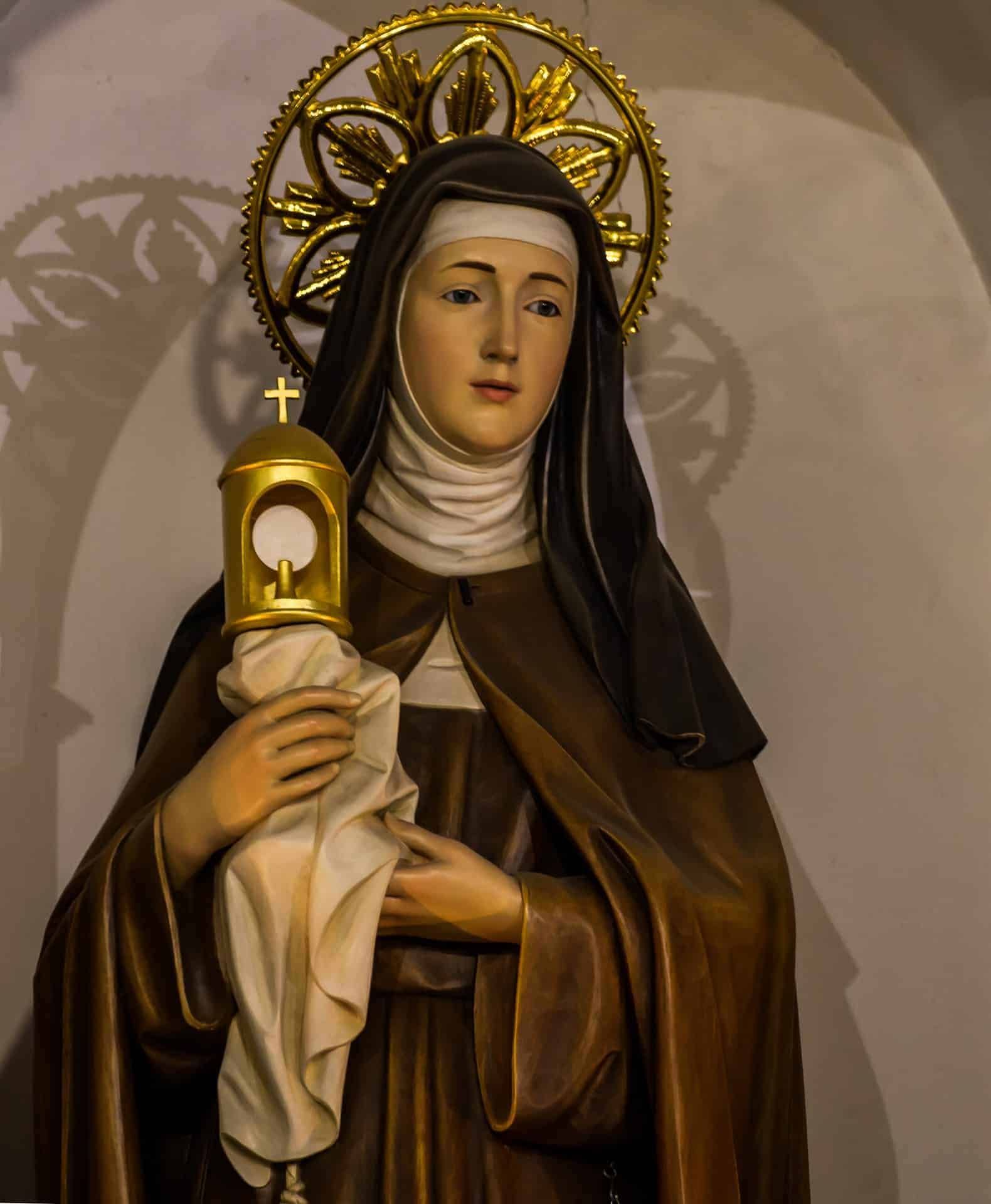 Saint Clare of Assisi statue
