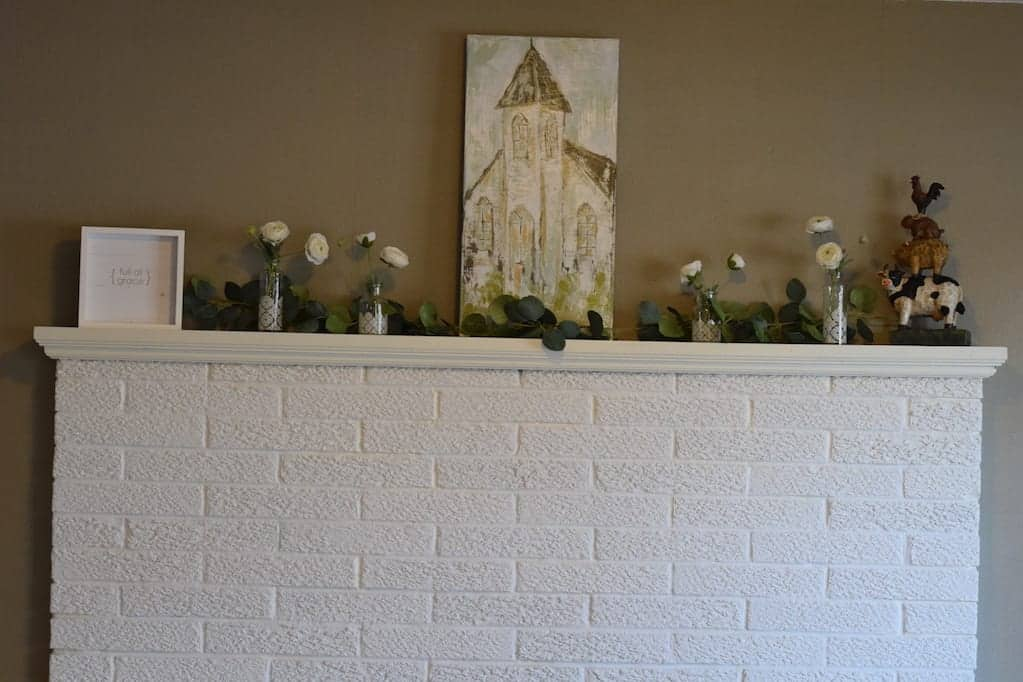 Total view of the Decor for a Farmhouse Spring Mantel