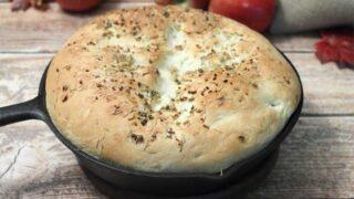Easy Garlic Rosemary Skillet Bread